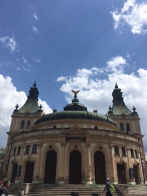 Výlet v Spišskej Novej Vsi. Budova Reduty - Spisšké divadlo v Spišskej Novej Vsi