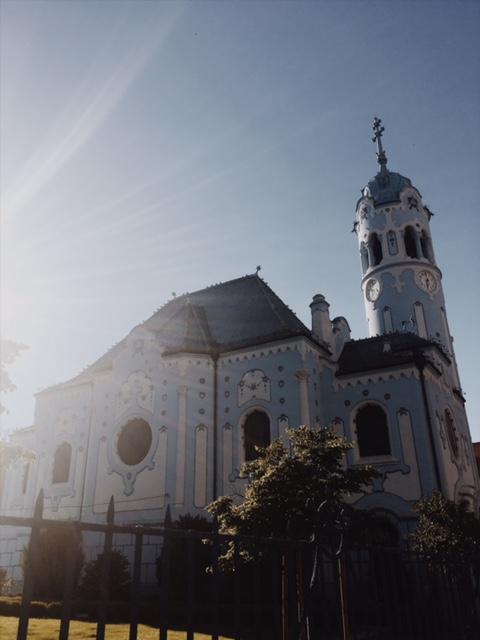 Porovnávačka hlavných miest - Modrý kostolík
