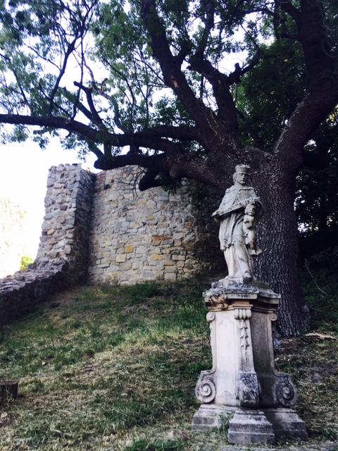 Výlet na hrad Devín pomník