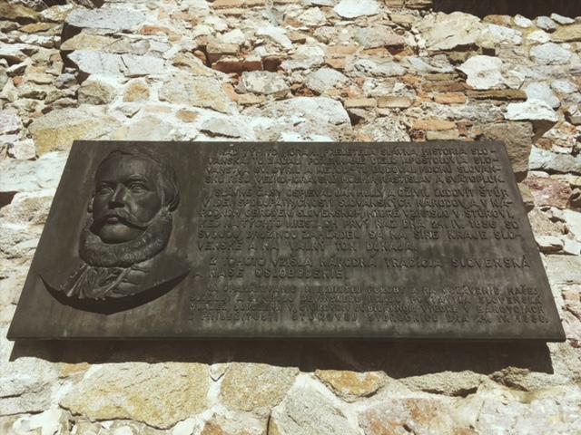 Výlet na hrad Devín - Pamätná tabuľa štúrovcov