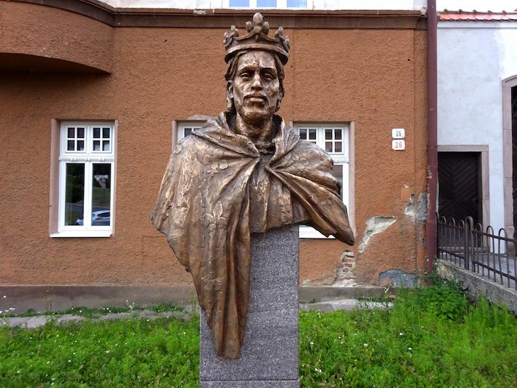 Čo vidieť v Kremnici - socha Karola z Anjou
