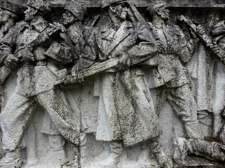 Čo vidieť vo Svidníku - pamätník detail